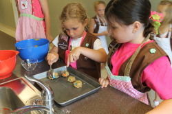 Brownie scouts cooking