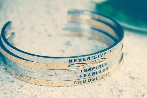 never_give_up_bracelet_1024x1024
