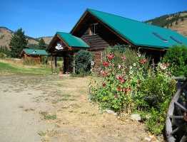 thumbs_01-lodge_front