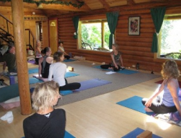 thumbs_03-lodge-yoga