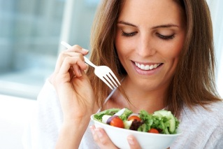 Young-woman-with-salad7_SourceMedicalCenterofPlano_2