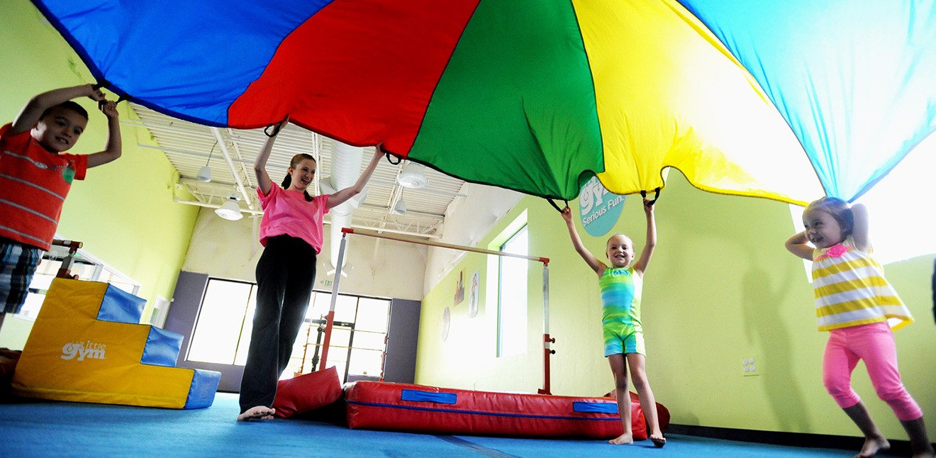 Parachute Fun at The Little Gym Amsterdam