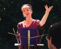 rabbi-regina-singing
